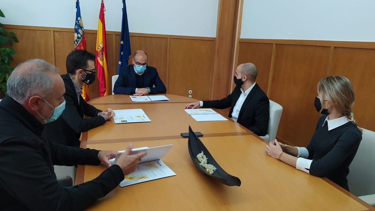 Un momento de la reunión en el Rectorado de la Universidad de Alicante.