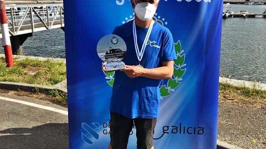 Luis Alberto Tomé, campeón gallego en aguas de Cambados