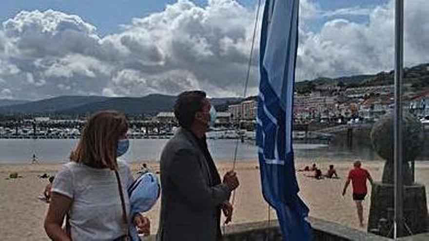 A Ladeira y A Ribeira lucen sus banderas azules
