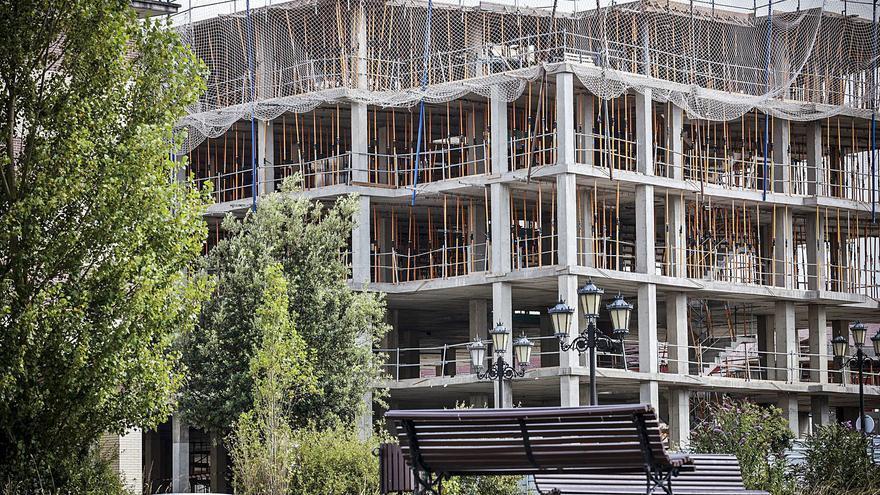 """El sector inmobiliario ovetense celebra su auge: """"Se vende todo lo que está en precio"""""""