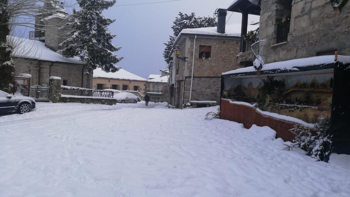 Aspecto que ofrecen hoy las calles de Porto, cubiertas por la nieve