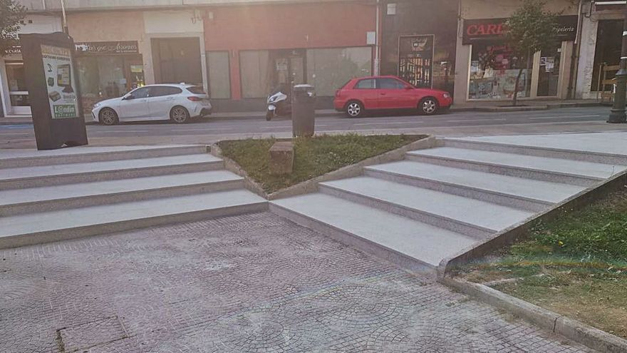 Finaliza la reparación de las escaleras del Parque da Vila