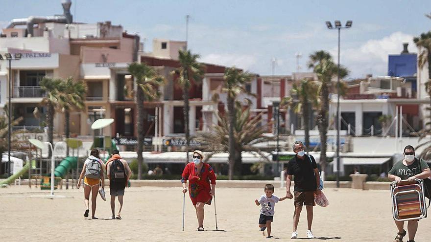 Un hotel y la mejora de las terrazas de Neptuno también chocan con Costas