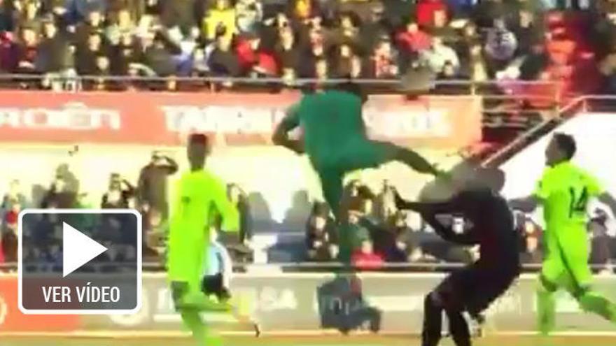 La brutal entrada que llevó al hospital a un jugador del Reus