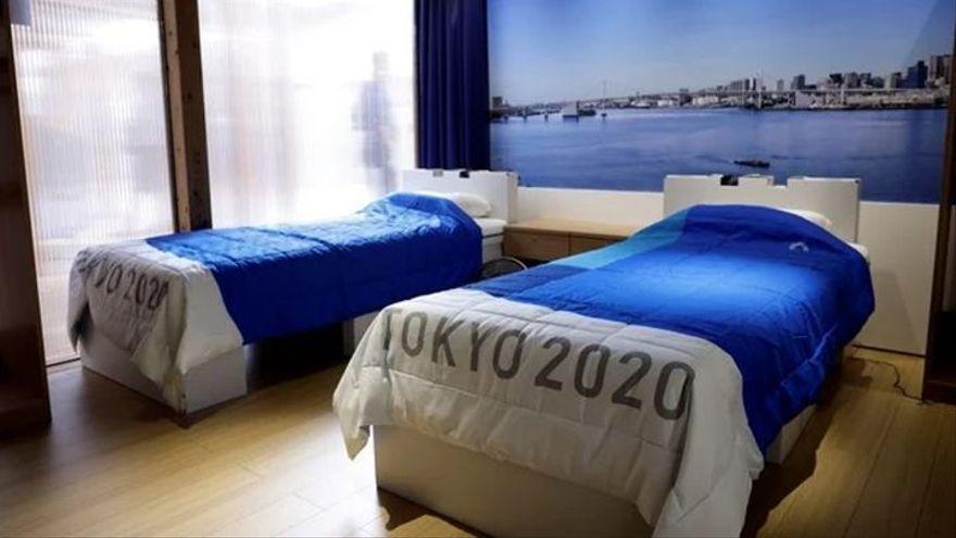 Los deportistas olímpicos ponen a prueba las camas reciclables de Tokio