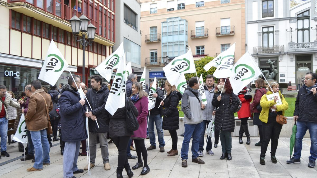 Funcionarios de Justicia se manifiestan ante la Audiencia de Zamora