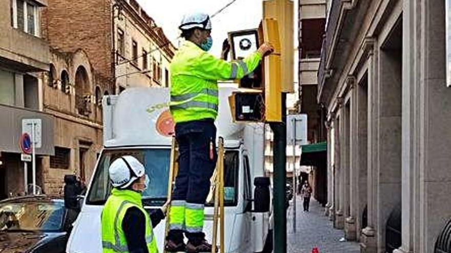 Girona instal·la semàfors acústics per a persones invidents en  sis punts més