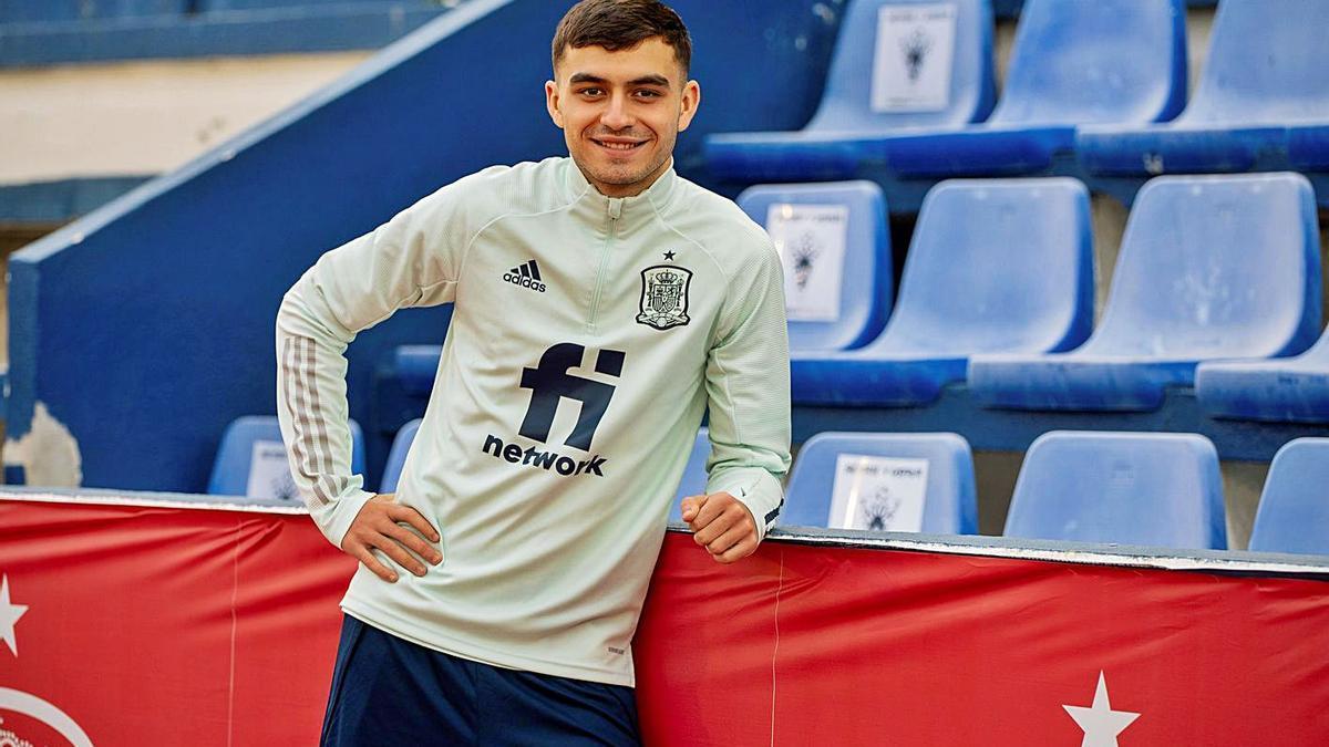 El tinerfeño Pedri González, con el uniforme de entrenamiento de la selección española sub'21     EFE
