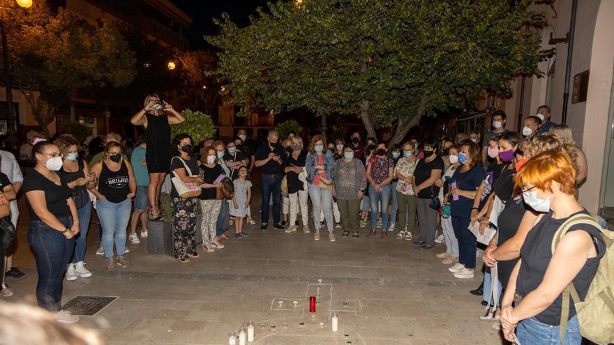 Minuto de silencio en Caravaca por las víctimas de la violencia vicaria y machista
