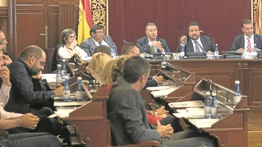La Diputación se opone a la tasa turística y pide por unanimidad más dinero de Madrid