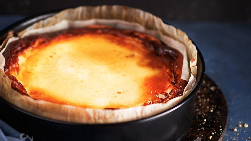 Tarta de queso al horno gallega: el postre fácil y rápido con el que acertar seguro