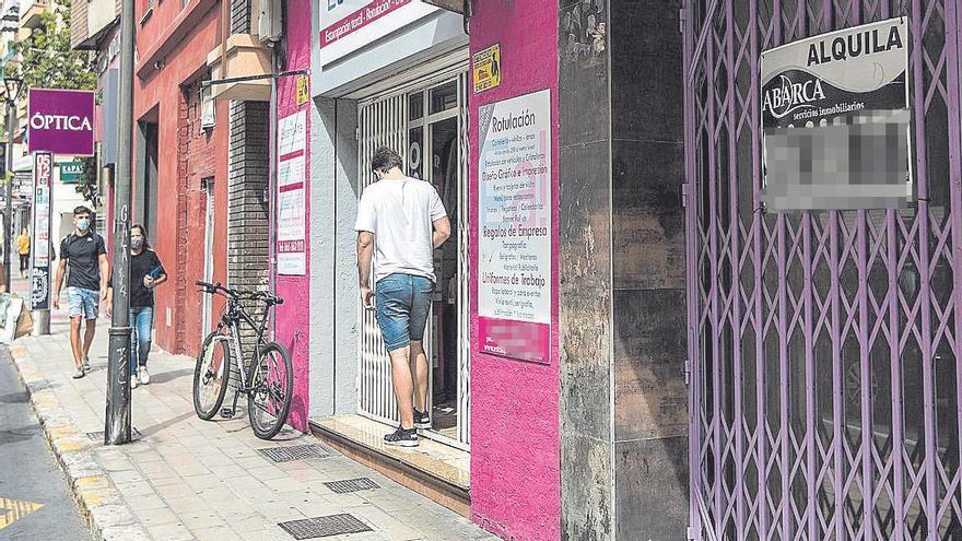 El cierre de negocios dispara la oferta de locales y abarata hasta un 30% el coste de los alquileres