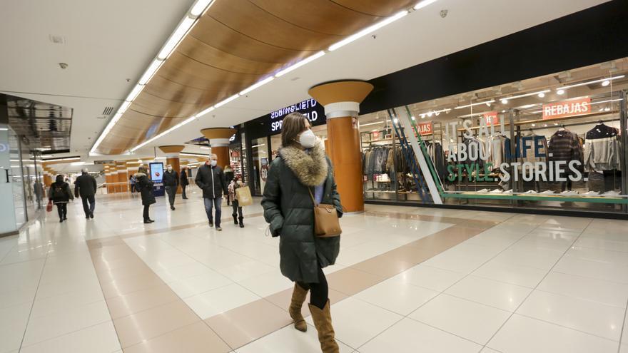 Compromís aprieta para cerrar los centros comerciales