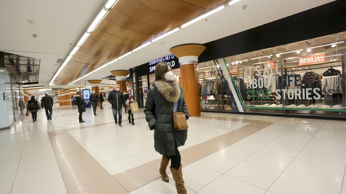 Compromís pide el cierre de los centros comerciales de la Comunitat Valenciana.