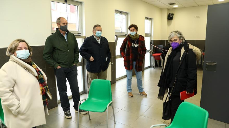 """La Alcaldesa promete a Poniente agilizar una estación que """"una barrios"""""""