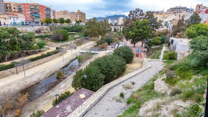 La Vila Joiosa prepara la desembocadura del Amadorio de cara a la temporada de lluvias