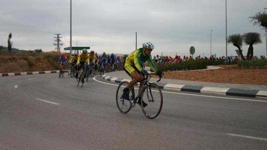 Trasladados al Hospital General de Castellón dos cicloturistas tras sendas caídas en la subida al Desert de les Palmes