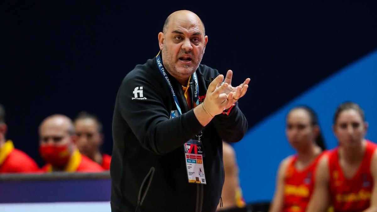 Former Spanish women's basketball coach, Lucas Mondelo.