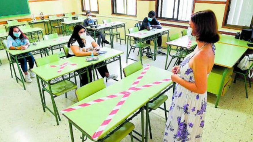Alumnos de secundaria del IES Alonso Quesada elaboran un telediario solidario