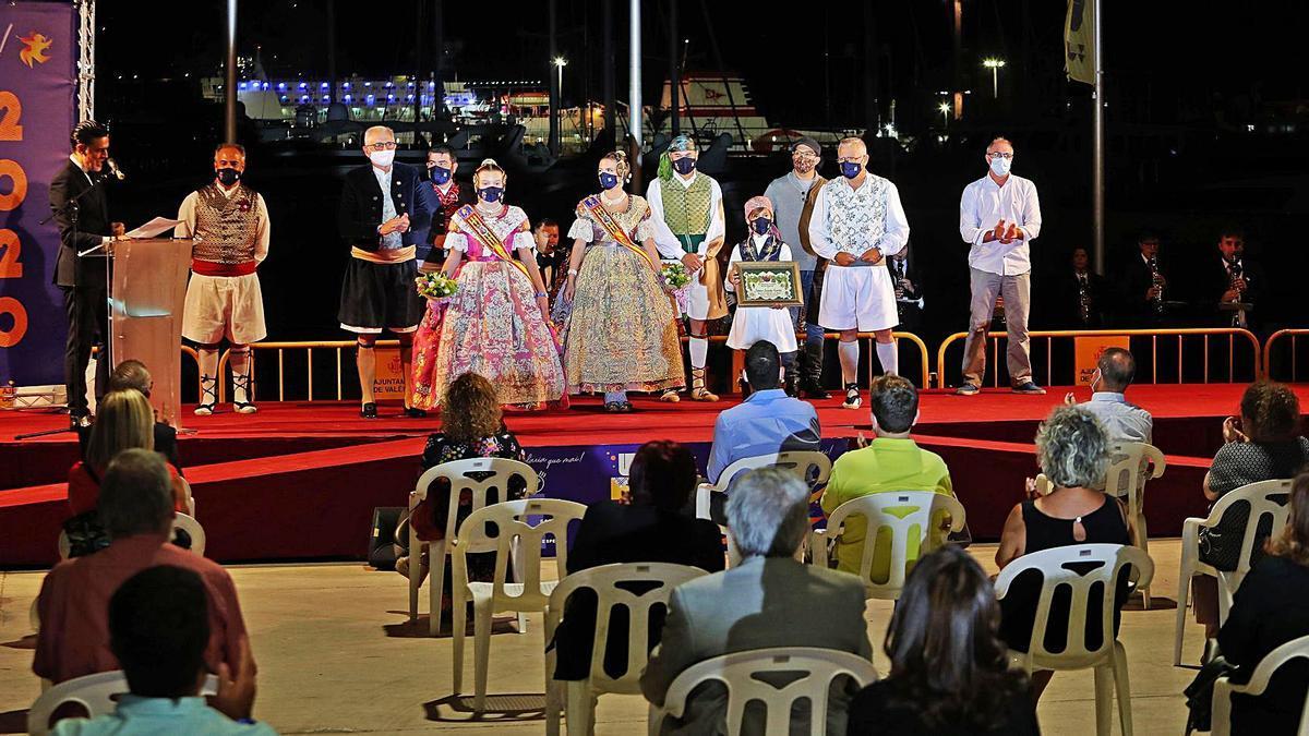 La «Festa per a Tots» empezó con una inauguración seguida con distanciamiento social obligatorio.