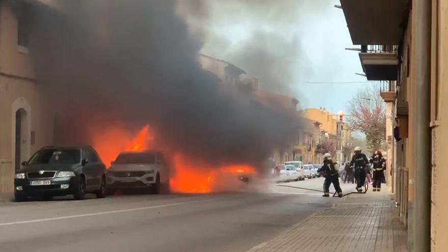Un incendio destruye un coche en Consell