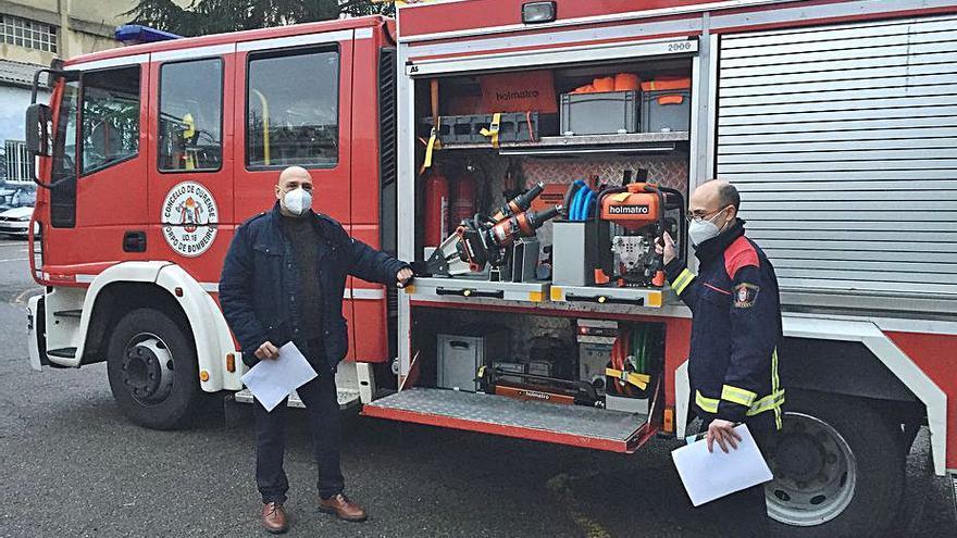 Los bomberos estrenan nuevo equipo de excarcelación para facilitar la labor de rescate de las víctimas