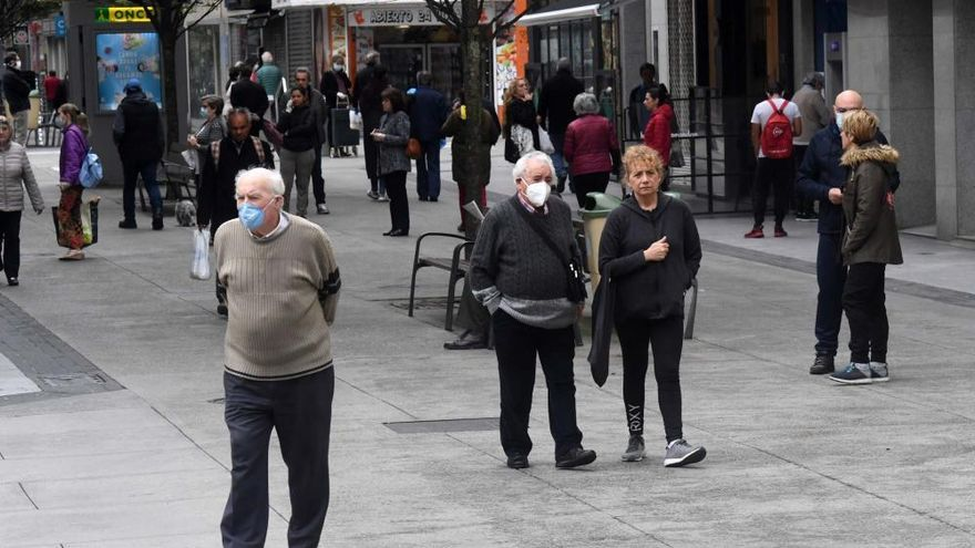 Coronavirus | Así fue el paseo de los mayores en el primer día con cierta libertad en A Coruña