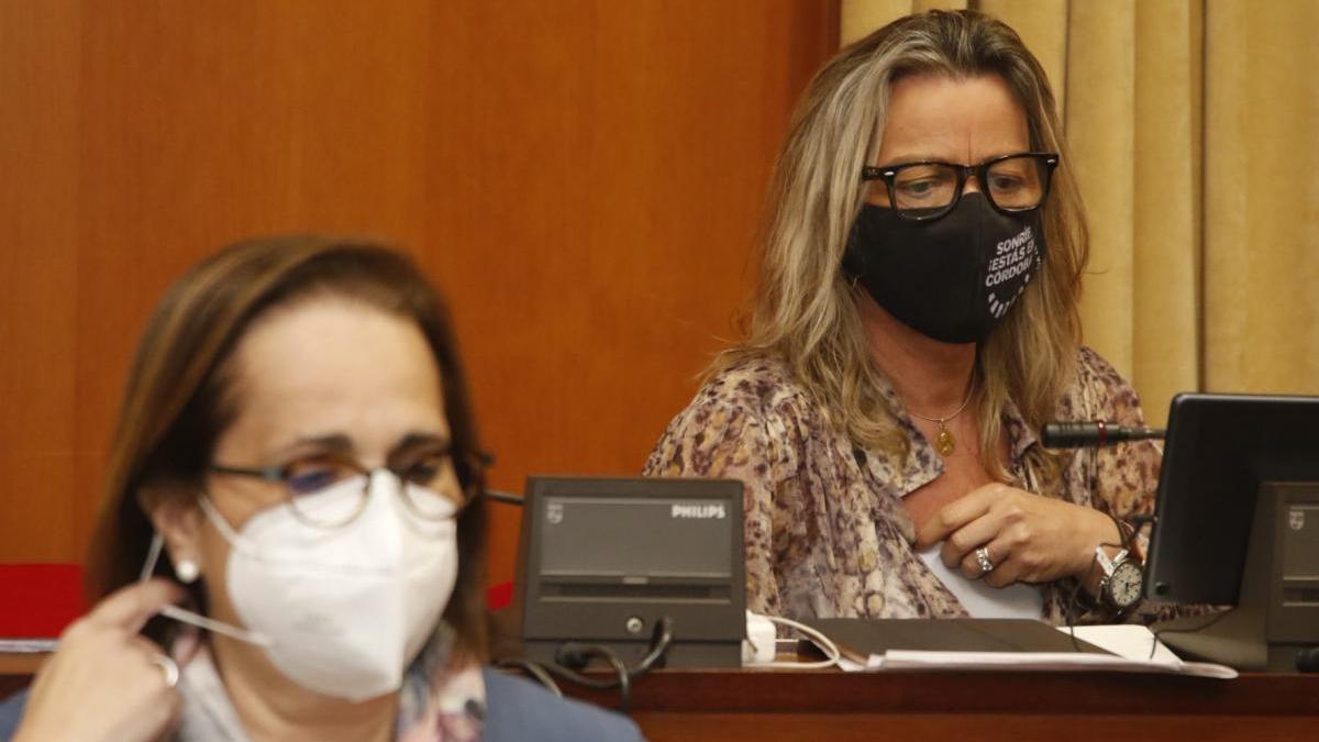 Isabel Albás elude hablar de los supuestos casos de corrupción y da la enhorabuena a Timoteo por su trabajo