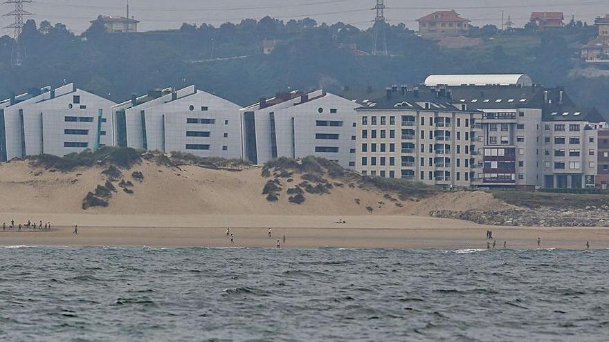 Castrillón pone a punto las playas de cara a la inminente temporada estival