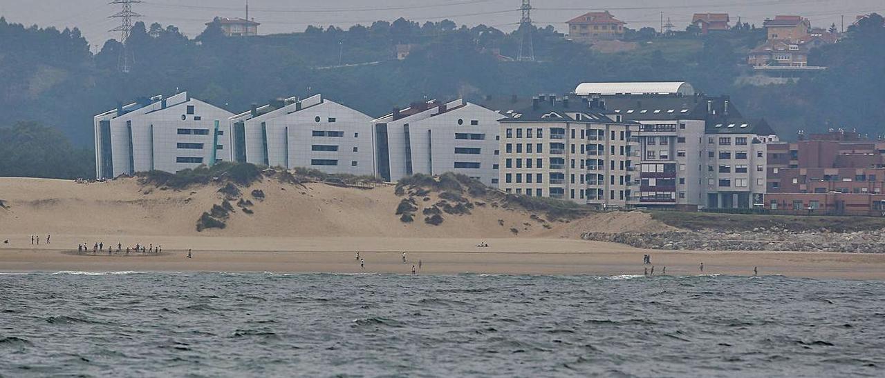 Las dunas del Espartal, desde un barco en la bahía.   Ricardo Solís