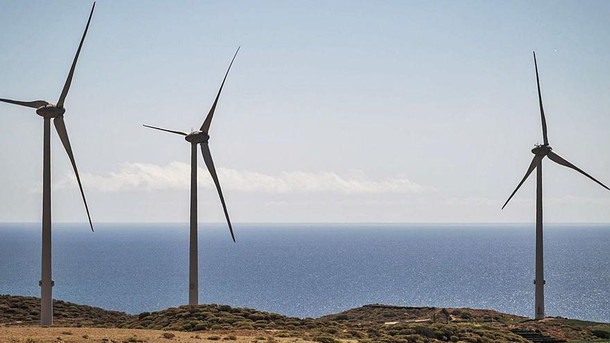 """Valbuena llama """"trilero"""" al alcalde por el parque eólico La Morra"""