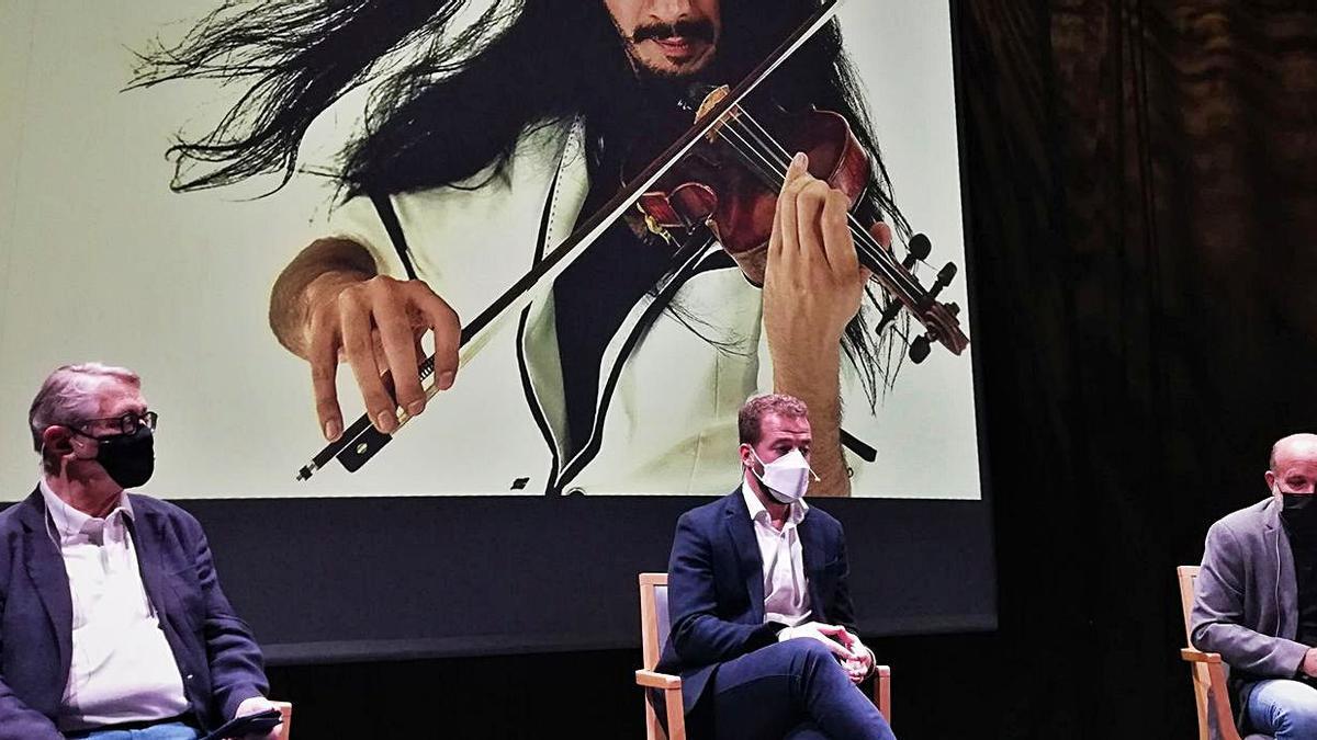 Víctor Pablo Pérez, Juan Márquez y Jorge Perdigón en la presentación del festival.
