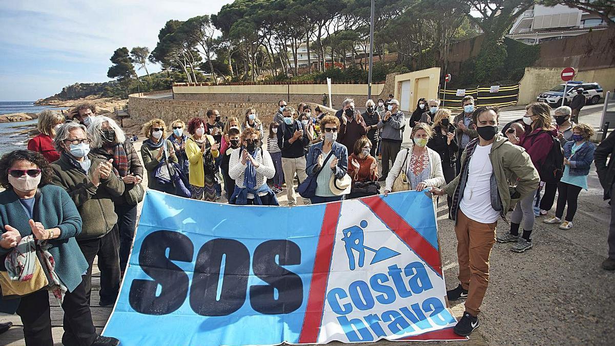 Una manifestació organitzada per SOS Costa Brava