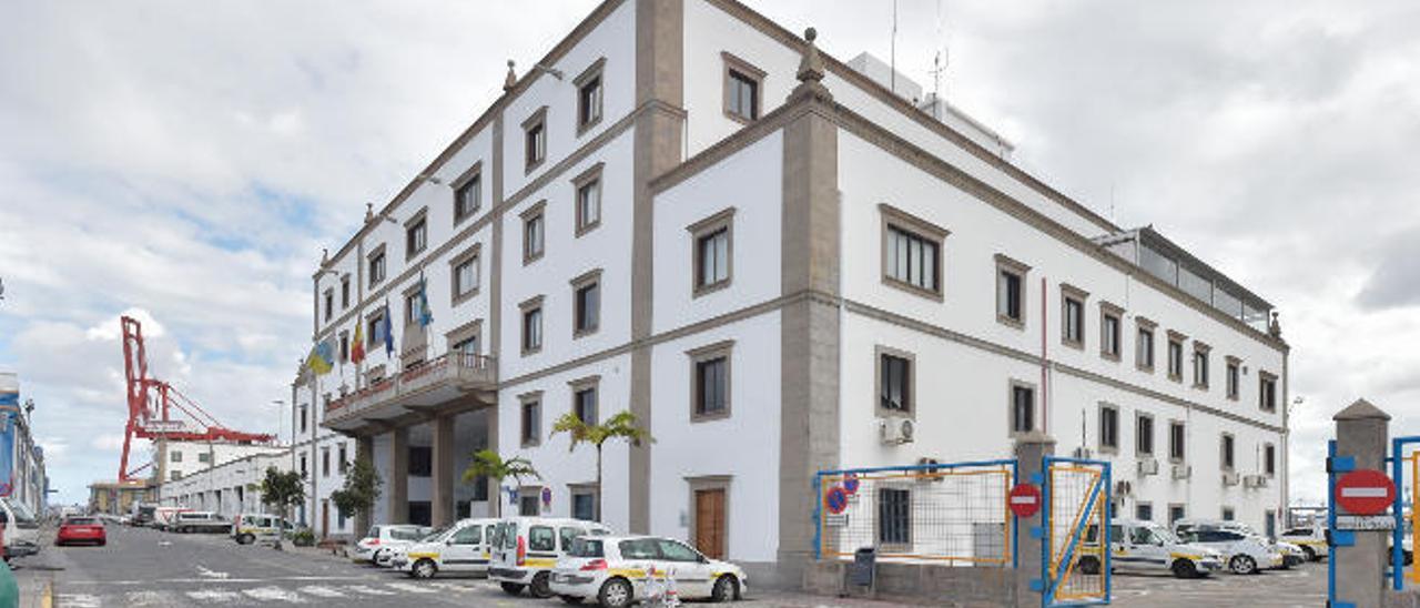 Edificio que alberga la sede de la Autoridad Portuaria de Las Palmas, en el Puerto de La Luz.