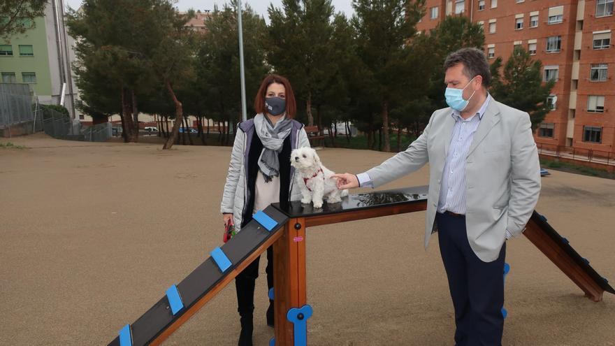 El nuevo parque de perros de Teruel incluye un circuito de agility