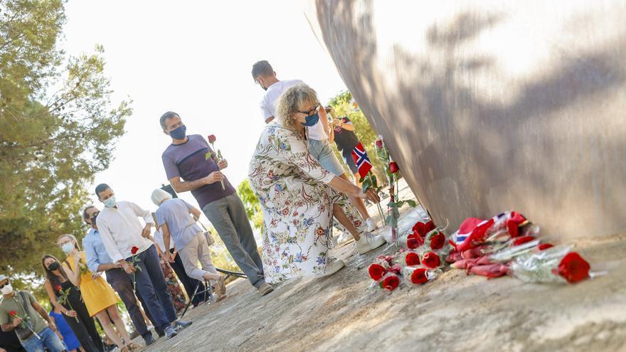 L'Alfàs del Pi recuerda a las víctimas de los atentados de Oslo y Utoya