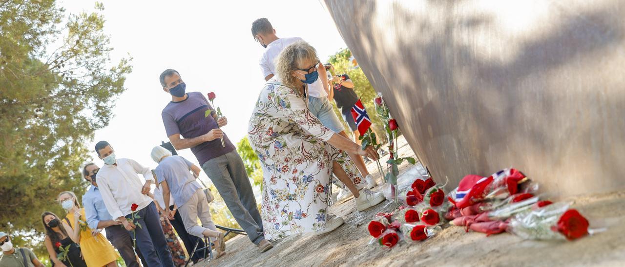 El homenaje a las víctimas noruegas en l'Alfàs del Pi.
