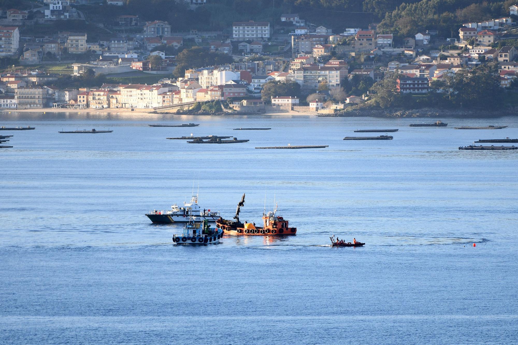 Empiezan las labores de reflote del remolcador hundido en Marín