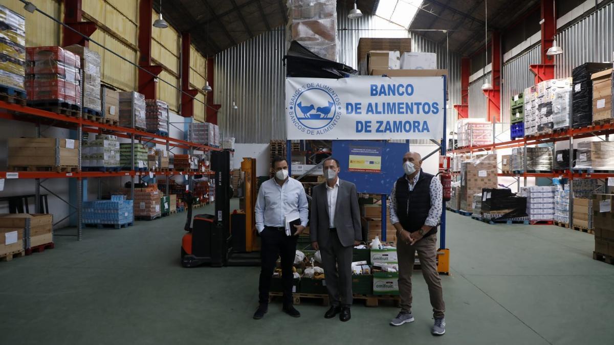 El subdelegado del Gobierno, Ángel Blanco, visita el Banco de Alimentos de Zamora.