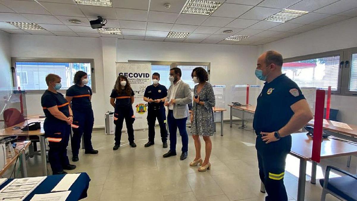 Visita del alcalde de Lorca al centro de rastreo del municipio.  l.o.