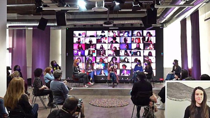 Comuns i Podem  defensen el feminisme en un acte conjunt