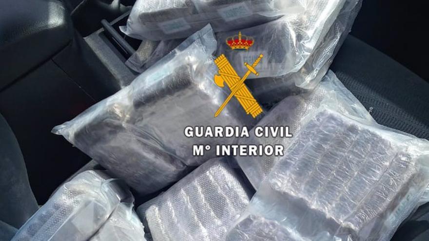 Detenido un hombre que se saltó un control en Casabermeja y arrojó casi 12 kilos de hachís por la ventanilla