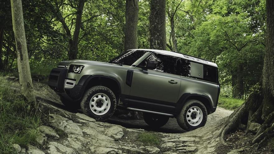 """El Land Rover Defender gana la votación de marzo en el """"Coche del Año de los Lectores"""""""