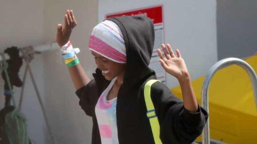 """El """"Aquarius"""" llega a Malta entre gritos de alegría de los 141 rescatados del mar"""