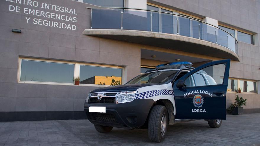 Identifican a 20 jóvenes en Lorca por participar en una fiesta sin mascarilla