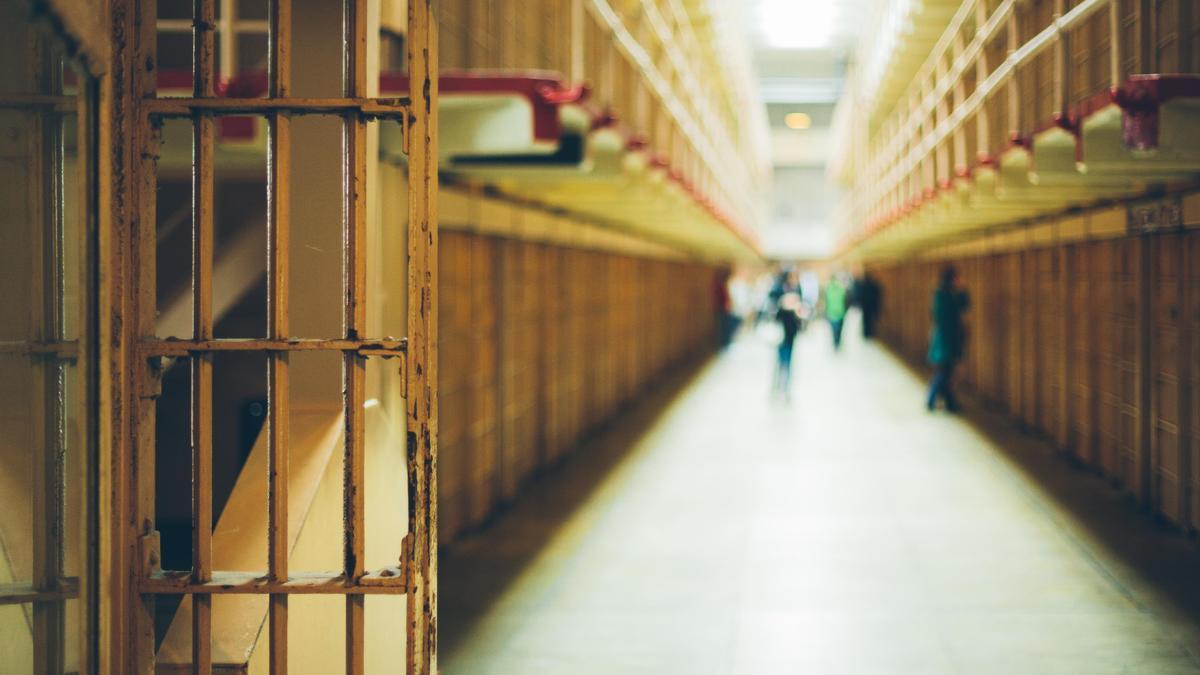 Un corredor de un centro penitenciario