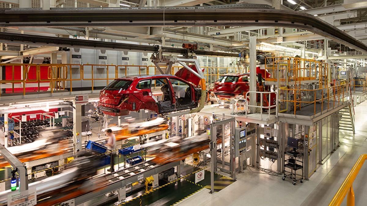 La producción de vehículos en España cayó un 97,8% en abril