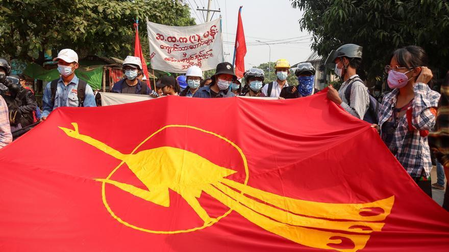 Los militares birmanos desatan una matanza de civiles, incluidos niños