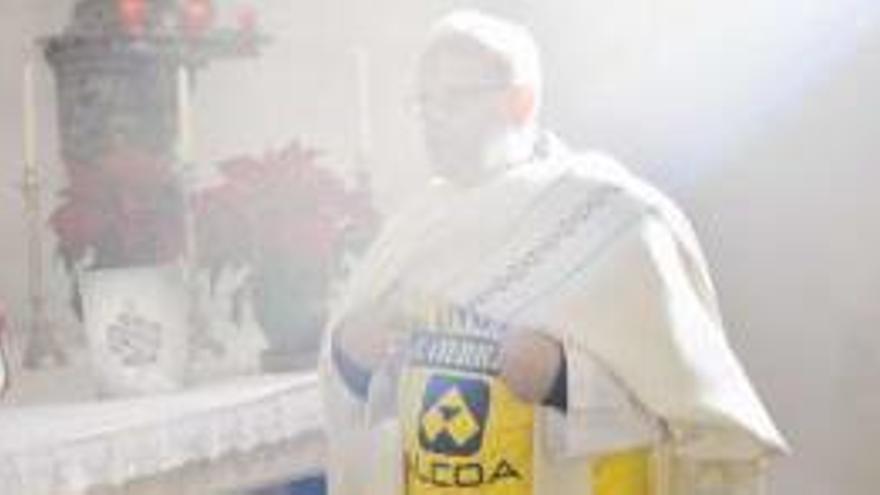 Los curas 'protesta' se mojan por Alcoa
