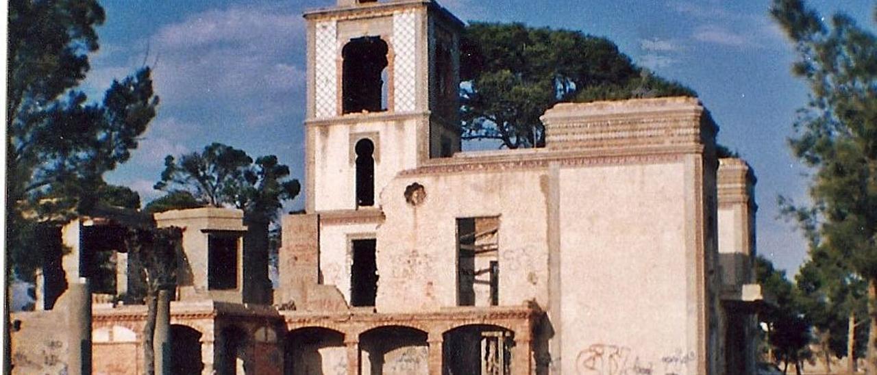 Villa Margarita, construida en los años 20 del siglo pasado, días antes de su demolición.   INFORMACIÓN
